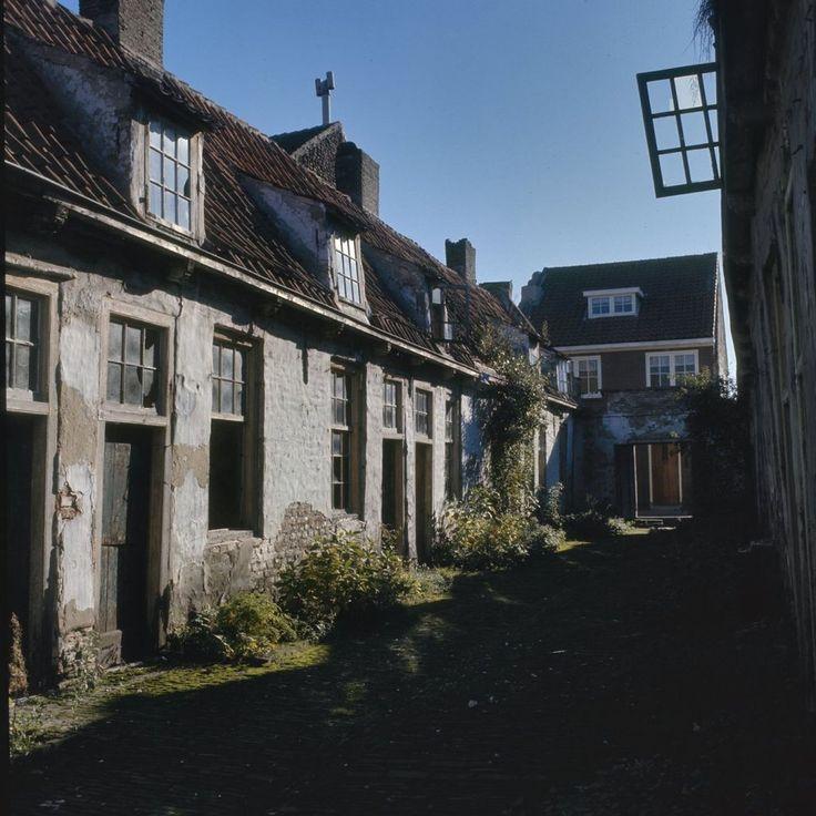 Voormalig oude- mannen en vrouwenhuis: Overzicht van de binnenplaats, Culemborg
