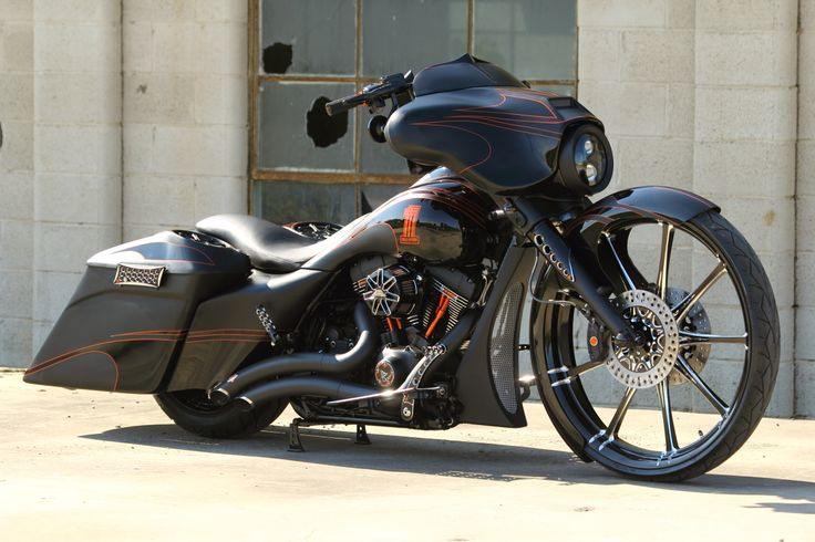 """2012 Easyriders Bagger Nation Best Of Show Winner - 2011 Street Glide Rolling On Custom Renegade Racine Wheels....30"""" Front And 17"""" Rear...Air Ride Front An"""