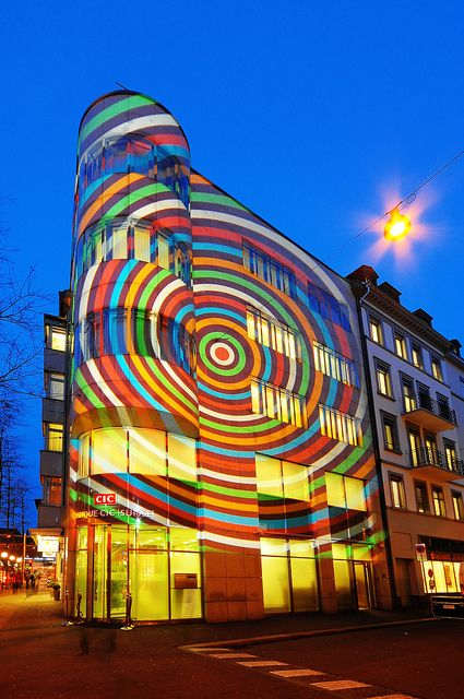"""RAINBOW Light Pop Art - Lichtkunst """"Brillant par Tradition"""" in Zürich"""