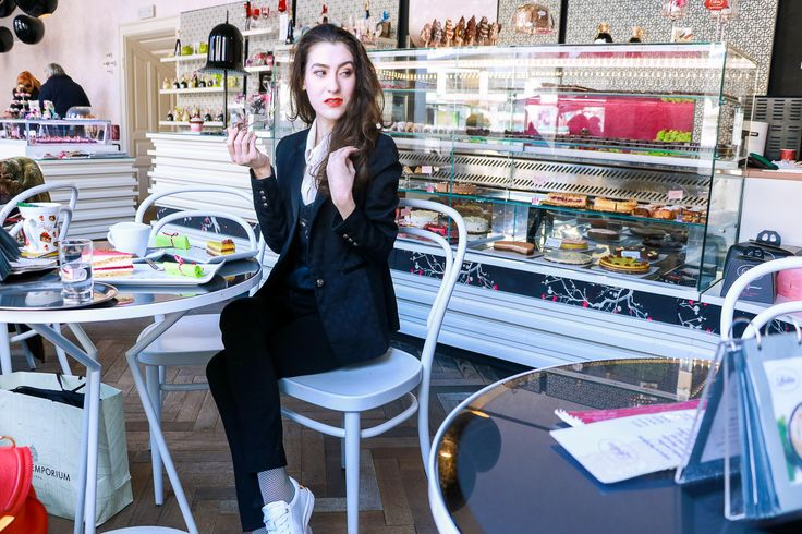Fashion blogger Veronika Lipar of Brunette From Wall Street sharing her weekend style when meeting friends for the coffee