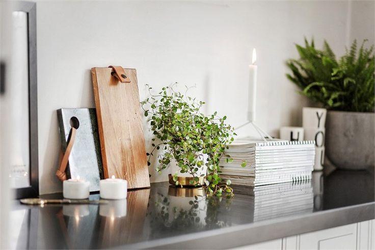 Svart köksbänk på Skeppargatan 22 A - Fastighetsbyrån på Östermalm