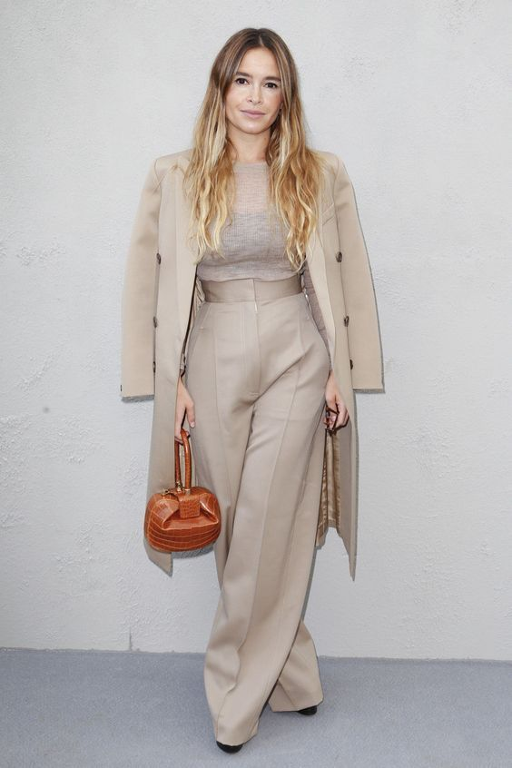 5e824d983a7 A Short Girl s Guide to How to Wear Petite Palazzo Pants---vertical lines  and less print--it can make you look shorter. palazzo pants should end at  the ...