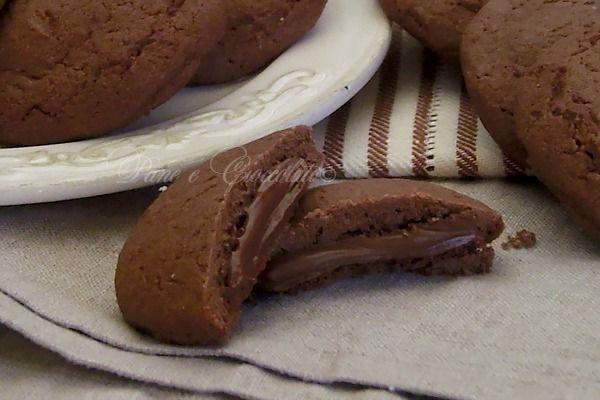 Biscotti Cremosi alla Nutella che assomigliano molto ai famosi grisbì e che potrete fare in casa da soli e che non hanno bisogno di tanti e complicati passaggi