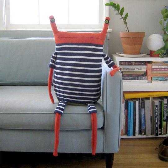 Hab schon viele (schlechte!!) Kopien davon gesehen...Beast Pillows by Debi van Zyl.