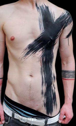 Grande croix noir tatoué sur l'ensemble du torse d'un homme https://tattoo.egrafla.fr/2016/01/28/modele-tatouage-croix/