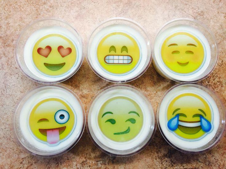 Gelatinas divertidas emojis decoradas con transfer