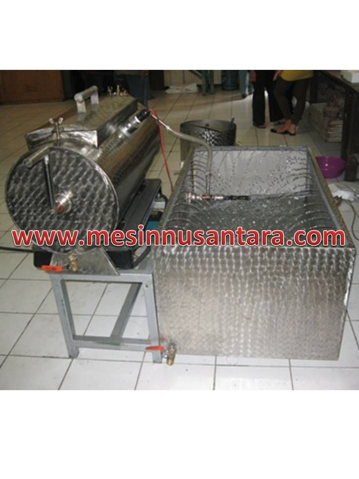 Mesin Vacuum Frying 3,5 Kg | Mesin Keripik Buah adalah mesin yang digunakan untuk membuat keripik buah, dengan kapasitas kecil ini sangat cocok bagi anda yang ingin membuka usaha keripik buah. Spesifikasi :  Tipe               : PV – 3,5 Kapasitas      : 3,5 Kg Bahan           : Stainless steel Dimensi         : 122 x 125 x 124 cm Power           : 1000 W Daya             : 220 V Pembakaran : LPG Minyak          : 35 L