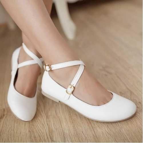 Presentamos una selección de lindos zapatos de fiesta para niñas, de diferentes diseños, varia...