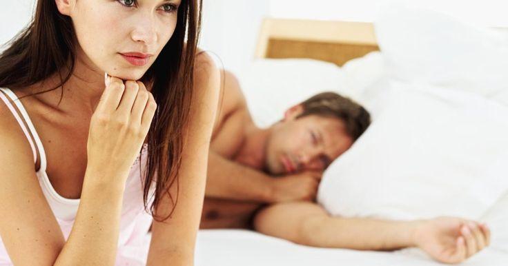 ¿Cómo puedo evitar la paranoia en una relación?. La paranoia puede ser una de las emociones más peligrosas al comenzar una relación. Si alguien está atormentado por sentimientos de inseguridad en una relación intensa, puede conducir a tensión, desconfianza, peleas, resentimiento y todo tipo de problemas complicados. Si te sientes paranoico con frecuencia en tu relación (por ejemplo, sientes ...