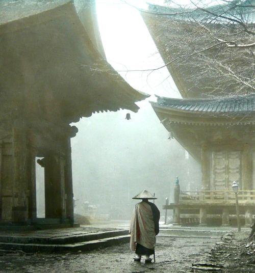 wandering monk / okinawa soba  Une nostalgie d'un autre monde, dans un autre rythme et une autre compréhension du temps....