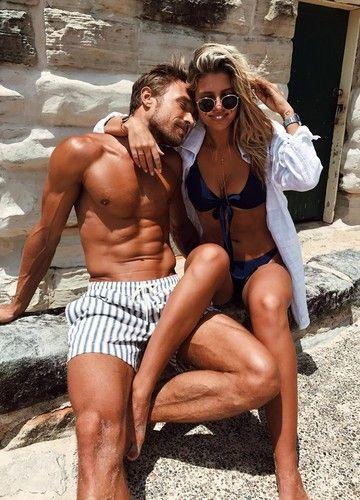 Klar, wenn eine Frau attraktiv ist, sich wohl in ihrem Körper fühlt und ihre Reize geschickt einzusetzen weiß, dann dreht sich jeder Mann nach ihr um. Doch es ist etwas ganz anderes, dass Männer an Frauen so unwiderstehlich finden, dass sie am Ende mehr wollen, als nur einen schnellen Flirt.