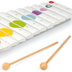 With 15 keys and two drumsticks, the Maxi Xylophone by Janod is the perfect way to show off your musical prowess. Dotty Maxi Xylophone - MySmallWorld.co.uk