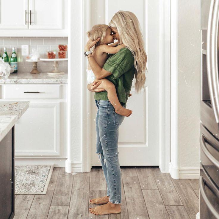 Nur eine Mutter und ihr Kind.   – Fotoshooting Baby