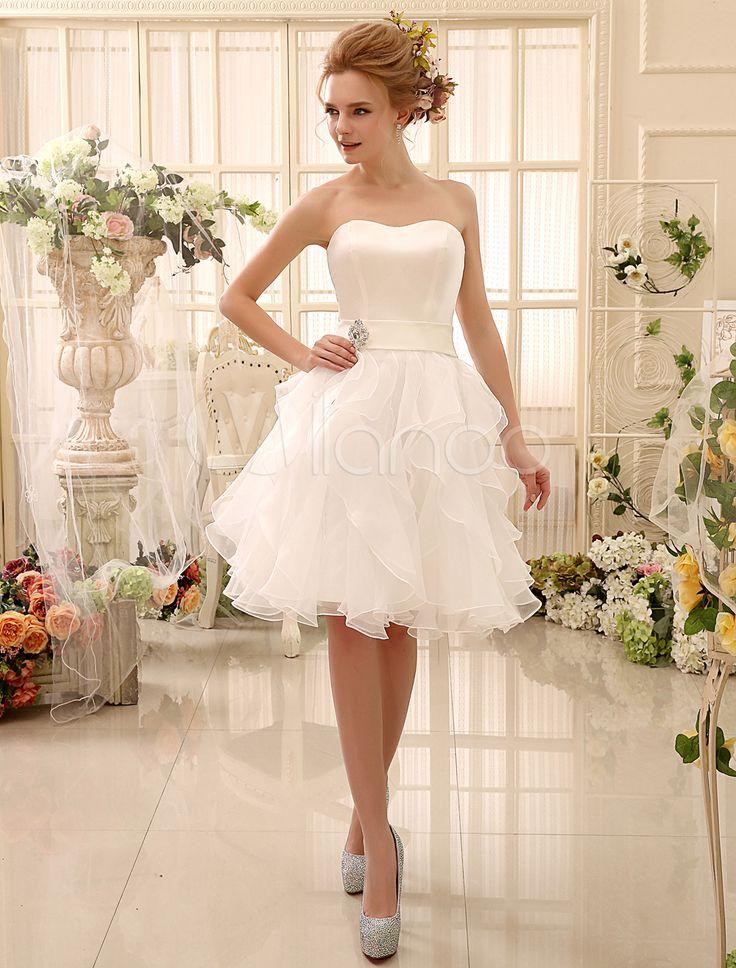 Vestido de noiva curto tomara-que-caia decote coração com enfeite de pedra