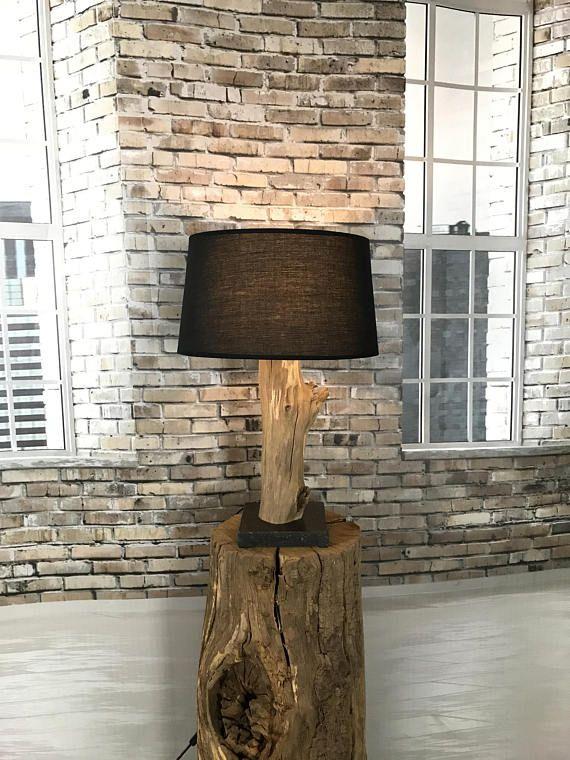 Elegant Tischleuchte des verwitterten alten Eichenholzes auf schwarzem Naturstein nr Die Eiche Eiche ist nat rlich verwittert und nat rlich windgetrocknet im