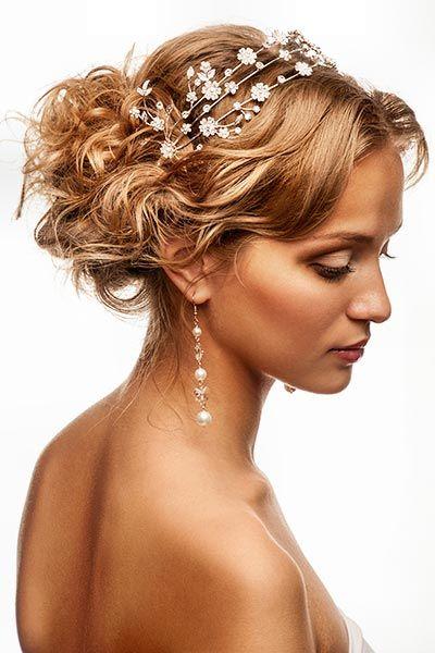 Hochsteckfrisur mit Kristallblüten - weitere Frisuren: www.ihr-wellness-magazin.de