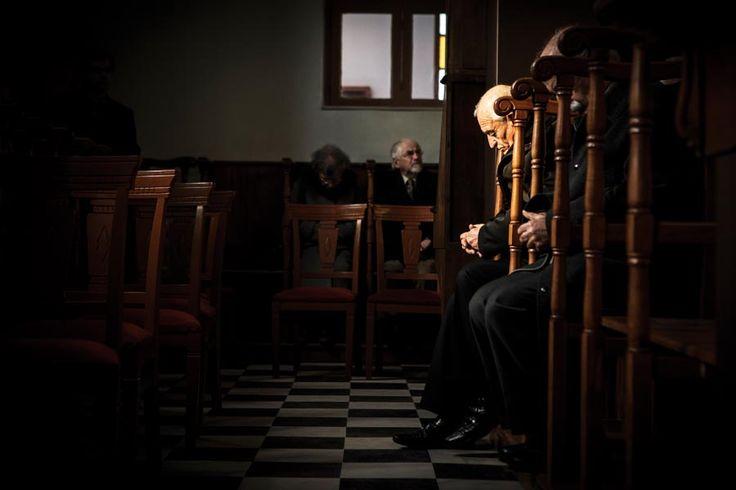 Su yeryüzü için ışıktır. Ortodoks Rumlar, Hz. İsa'nın vaftiz edildiği günü Ta Fota (Işıklar) Yortusu olarak kutluyor. Kınalıada'da yaşayan Rumlar, önce kiliselerinde ayin yapıyor, sonra sudan haç çıkarma etkinlikleri düzenliyor.   Fotoğraf: Sedef Özge