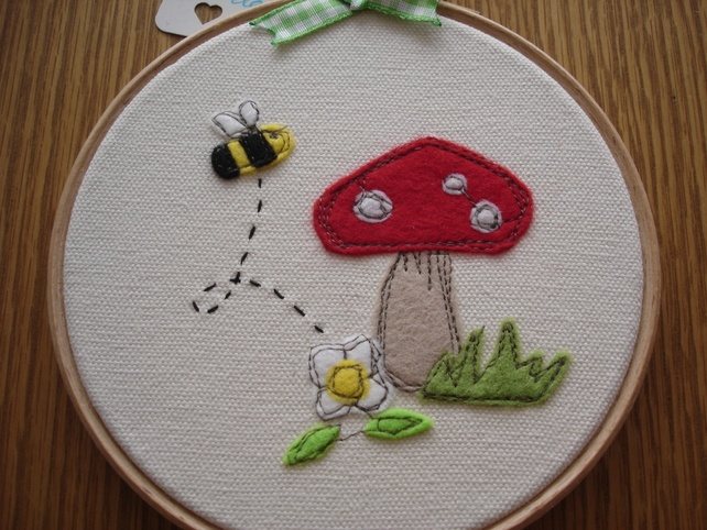 Busy Bee Embroidery Hoop Picture... £8.00