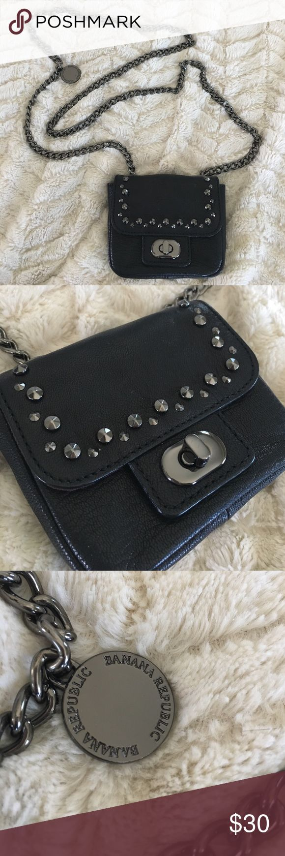 Banana Republic purse Banana Republic small shoulder purse. Black leather with detail. Small but classy. Can wear over the shoulder or across the body. Classic Banana Republic Bags Shoulder Bags