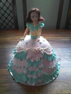 Cake Decorating Ideas Barbie : 283 best images about gateaux personnages robes couleurs ...