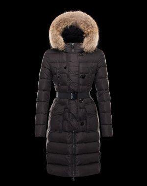 MONCLER GENEVRIER  Le manteau doudoune est un incontournable de la garde-robe hivernale. Ce modèle,proposé par Moncler, à la fois sobre et casual, est idéal pour vous tenir chaud et permettre de rester tendance aussi bien à la ville qu'à la montagne.Techno fabric / Four pockets / Button, zip / Feather down inner / Logo / BeltComposition:100% PA, Fur  €358, Jusqu'à -77%  Acheter maintenant: http://www.monclerfr.com/doudoune-moncler-avec-fourrure.html