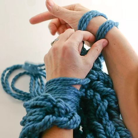 Arm knitting - Comment tricoter avec ses bras - Marie Claire Idées - Pic by Flax & Twine