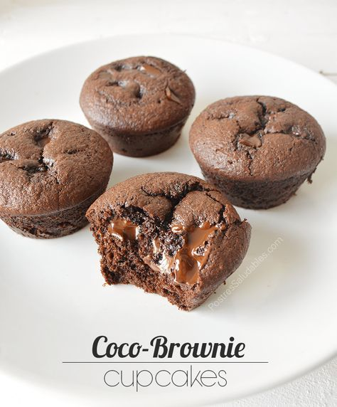 Postres Saludables   Cupcakes de Coco Brownie saludables   http://www.postressaludables.com