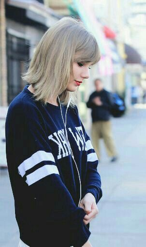 Happy Birthday to my lovely queen Taylor  I wish you have a best birthday anyone could ever have and I wish you to have a happy  life.
