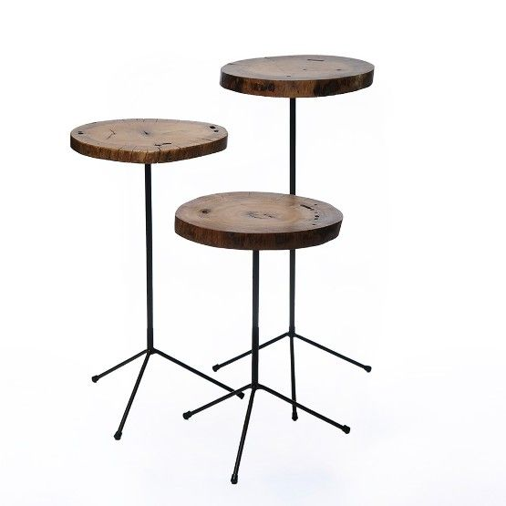 Charmosas mesas de bolacha feita em madeira com belo design rústico, perfeitas para decorar seu ambiente de living com estilo. Estas peças versáteis podem ser usadas ao lado de poltronas, sofás e cadeiras acomodando belos objetos decorativos. #Movel #MesaLateral #LojaSoulHome
