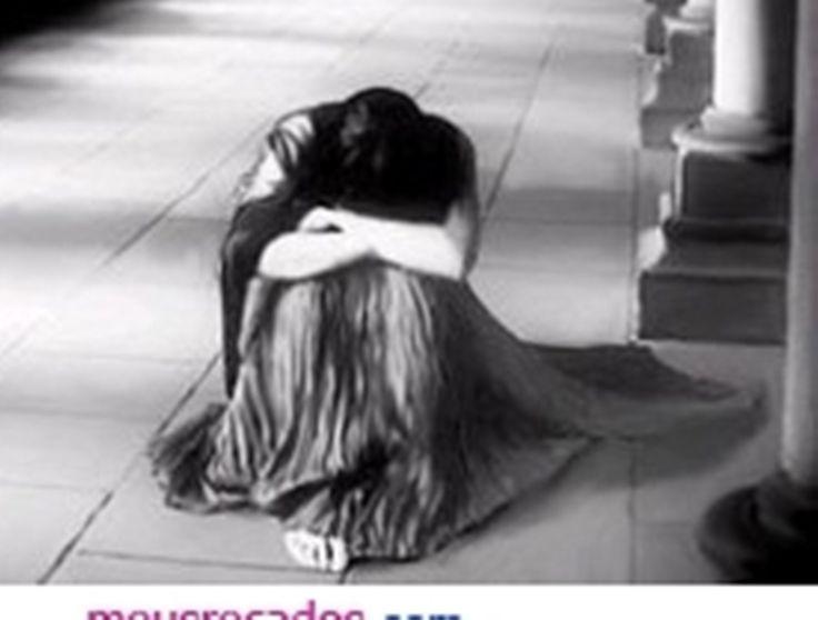"""""""Tristeza é quando chove quando está calor demais quando o corpo dói e os olhos pesam tristeza é quando se dorme pouco quando a voz sai fraca quando as palavras cessam e o corpo desobedece tristeza é quando não se acha graça quando não se sente fome quando qualquer bobagem nos faz chorar tristeza é quando parece que não vai acabar"""")...   Martha Medeiros"""