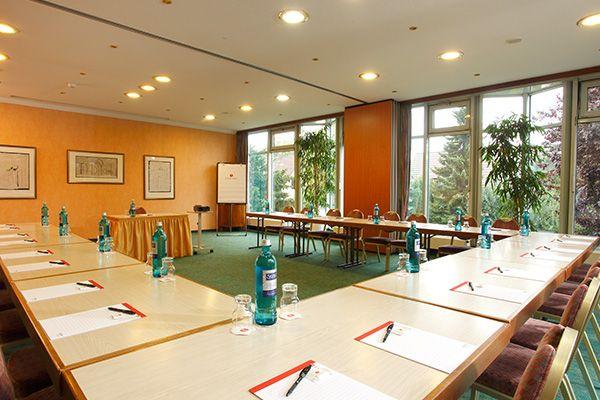 Eines der Konferenz- & Seminarräume / One of the conference and seminar rooms | H+ Hotel Goslar