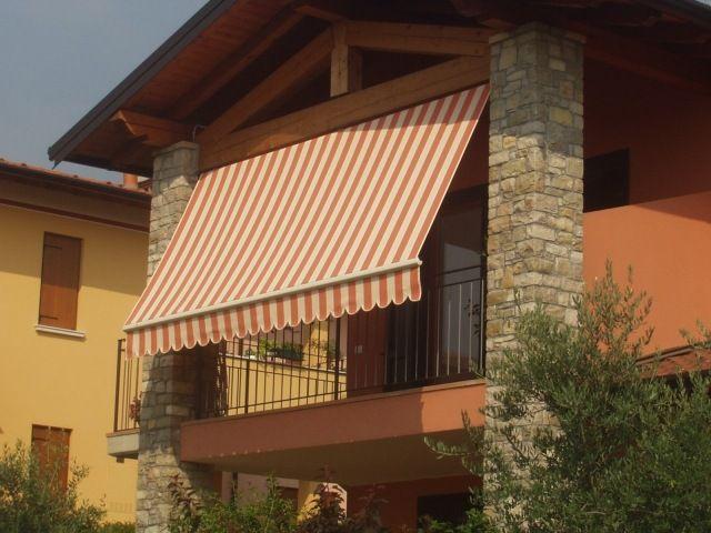 markisen sonnenschutz sichtschutz balkon gestreifter stoff