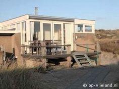 Vakantiehuis Stuurboord ligt op de Ankerplaats bij het strand op Vlieland en is te huur via: www.Stuurboord.op-Vlieland.nl