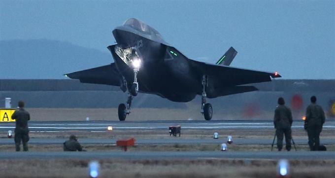 米軍岩国基地に到着したF35ステルス戦闘機=18日午後、山口県岩国市(彦野公太朗撮影)