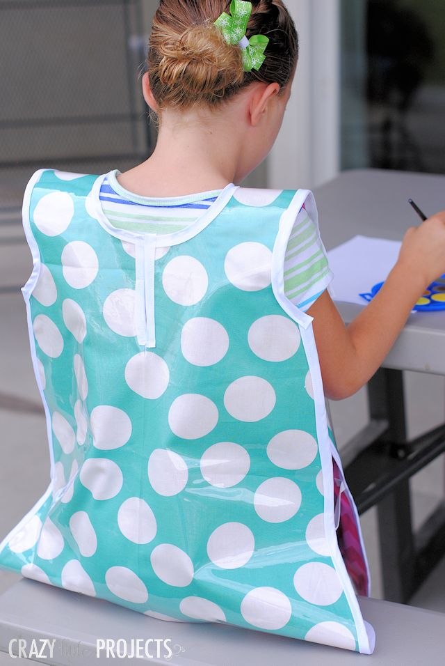 With back to school happening this month for so many of us, I've got another fun back to school sewing tutorial for you! This one's good for back to school or just for fun at home. It's a Kid's Art...