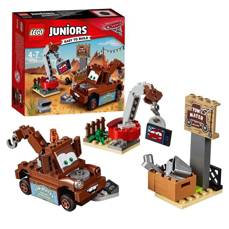 LEGO Juniors 10733. De dappere sleeptruck Takel uit Disney Pixar's Cars neemt even pauze en belt via een videoverbinding met zijn beste vriend, de legendarische racewagen Bliksem McQueen. Maar er moet ook nog gewerkt worden, natuurlijk! Overal op het sloopterrein liggen auto-onderdelen: til ze op met de kraan en zet ze aan Takel vast om te controleren of ze nog kunnen worden gebruikt! Afmeting: verpakking 15,5 x 14 x 4,5 cm - LEGO Juniors 10733 Takel's Sloopterrein