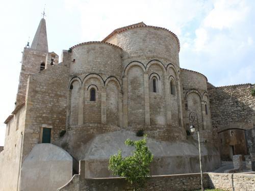 Ouveillan: Church of St. John the Evangelist - France-Voyage.com