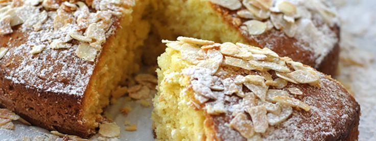 Φτιάξε αυτό το αφρατο κέικ με αμύγδαλα και Flair Cottage Cheese και δες το κέικ αλλιώς.
