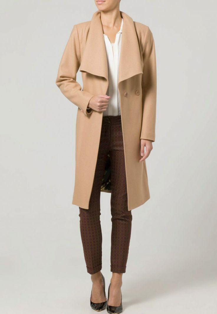 ¡Nos encanta este abrigo de paño de solapa ancha!