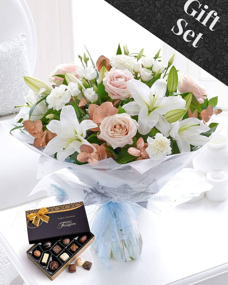 Who would you send this winter gift set to? #gifts #flowers #winter #chocolate #irelandflowers #ireland #irelandaily #galway #dublin #picoftheday #roses #followme #i
