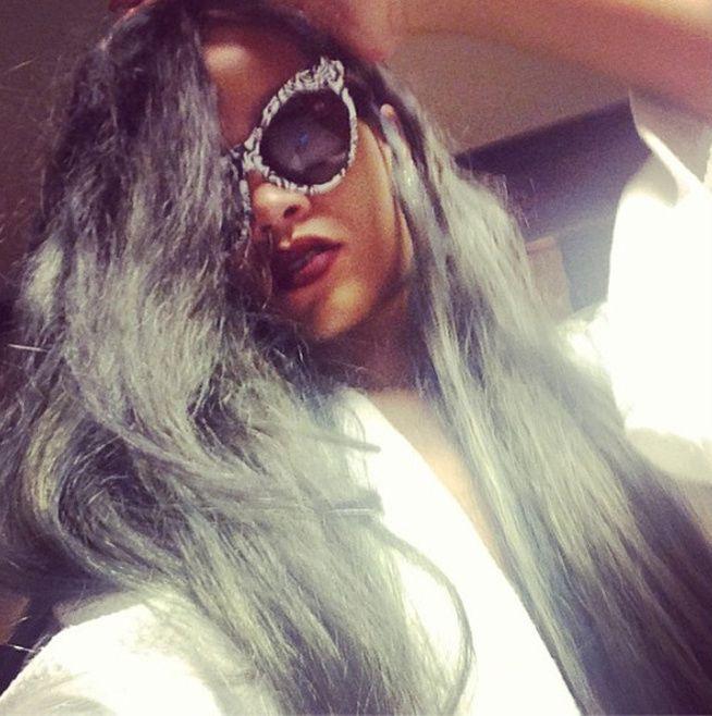 La nouvelle couleur de cheveux de Rihanna exhibée aujourd'hui sur Instagram