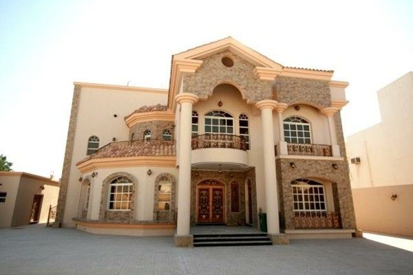 Luxurious Villa Qatar gorgeous marble columns, gold chandelier building