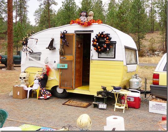 whos up for a little halloween glamping i love that term glamping and i especially love all the fun glamour campers people are redoing a - Halloween Trailers