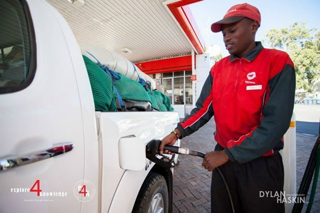 filling one of the 3 #Toyota #Hilux at #Total #South #Africa on a 5 day #e4k_water #education project in the #Cederberg #explore4knowledge #e4k_JohnLucas