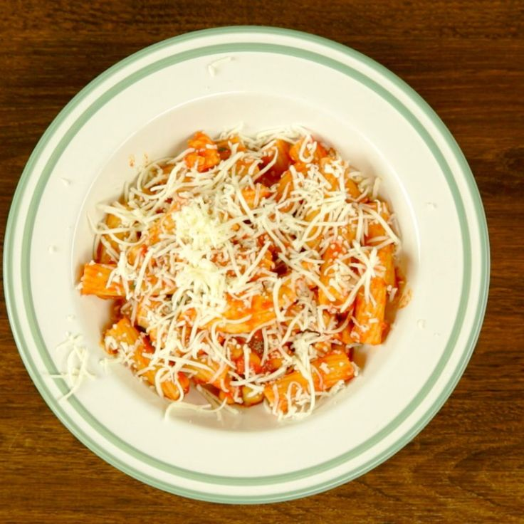 You are about to find out that chicken and chickpeas go well together! Try them out with smooth tortiglioni pasta, tomato sauce and do not skimp on the garlic!