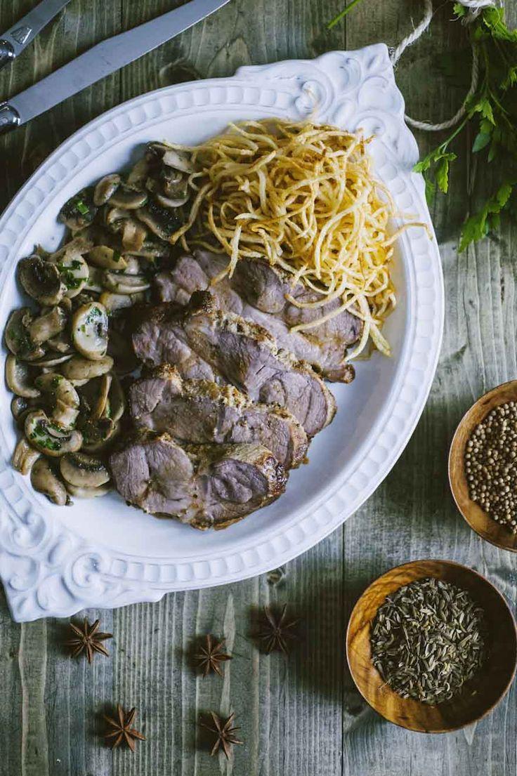 La tagliata di maiale con funghi e patate è un secondo piatto molto ricco, da proporre in un'occasione speciale e con dei buongustai a tavola!