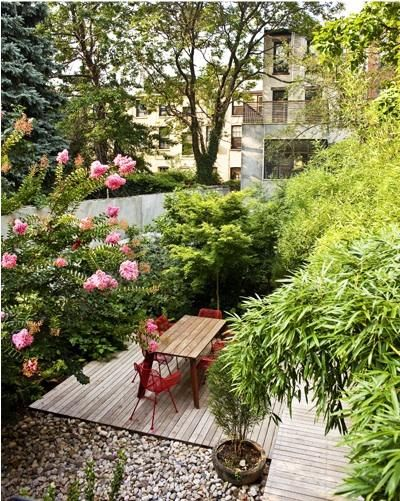 Modern Garden: pink + red + MCM chairs = great garden.