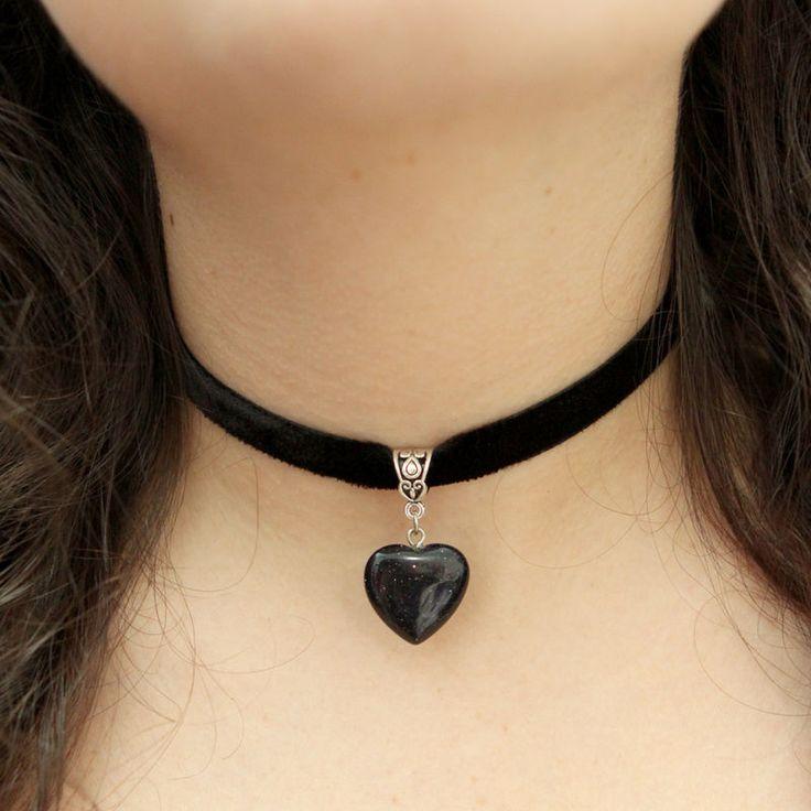 http://ehtipoaudrey.tanlup.com/product/1008280/choker-de-veludo-coracao-pedra-do-sol-negra