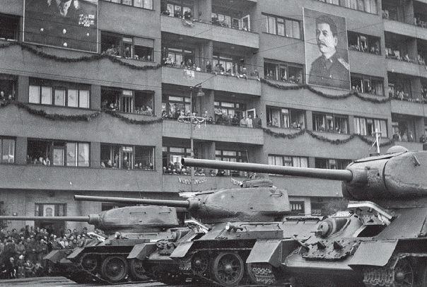 tank t34, letná, přehlídka, vojáci, armáda, 1951