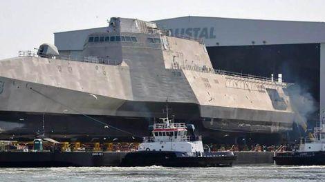 El nuevo USS Zumwalt es la nueva joya de la corona de la Marina de los Estados Unidos. El destructor cuenta con un sistema de armas tan avanzado que puede disparar a objetivos a más de 128 kilómetros de distancia. Pero hay un problema: cada una de las municiones que usará cuesta más de 800.000 dólares.